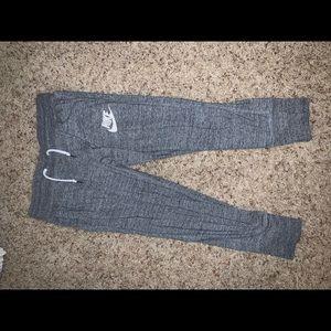 grey nike cropped sweatpants joggers
